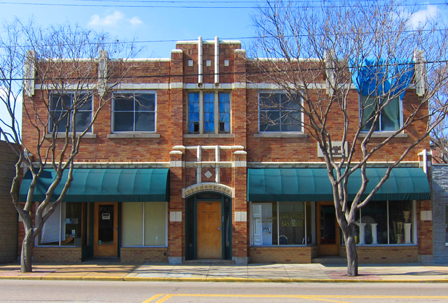 Here is another very nice looking building at 7187 Manchester. Nothing flamboyant, just terra cotta trim very well done. I've always liked the looks of this building. The blue art glass window has disappeared.