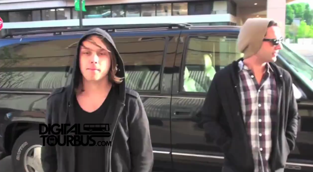 Barely Blind – BUS INVADERS Ep. 154