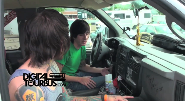 Eyes Set To Kill – BUS INVADERS Ep. 16