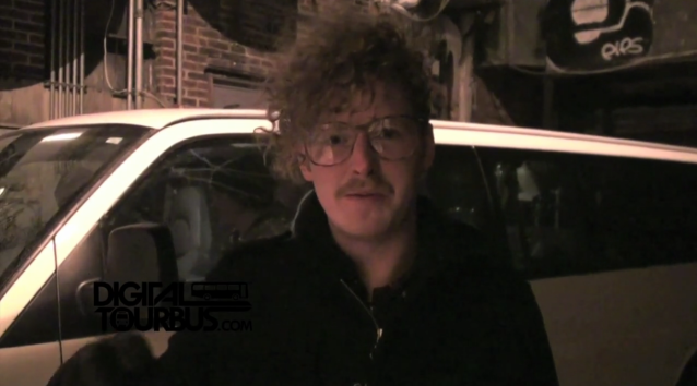 Queens Club – BUS INVADERS Ep. 203