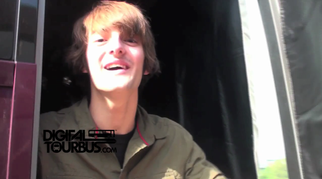 Dave Days – BUS INVADERS Ep. 226