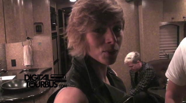 Neon Trees – BUS INVADERS Ep. 238