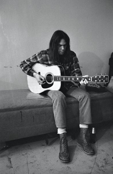 Neil Young & Crazy Horse to Tour This Fall For First Tour In 8 Years