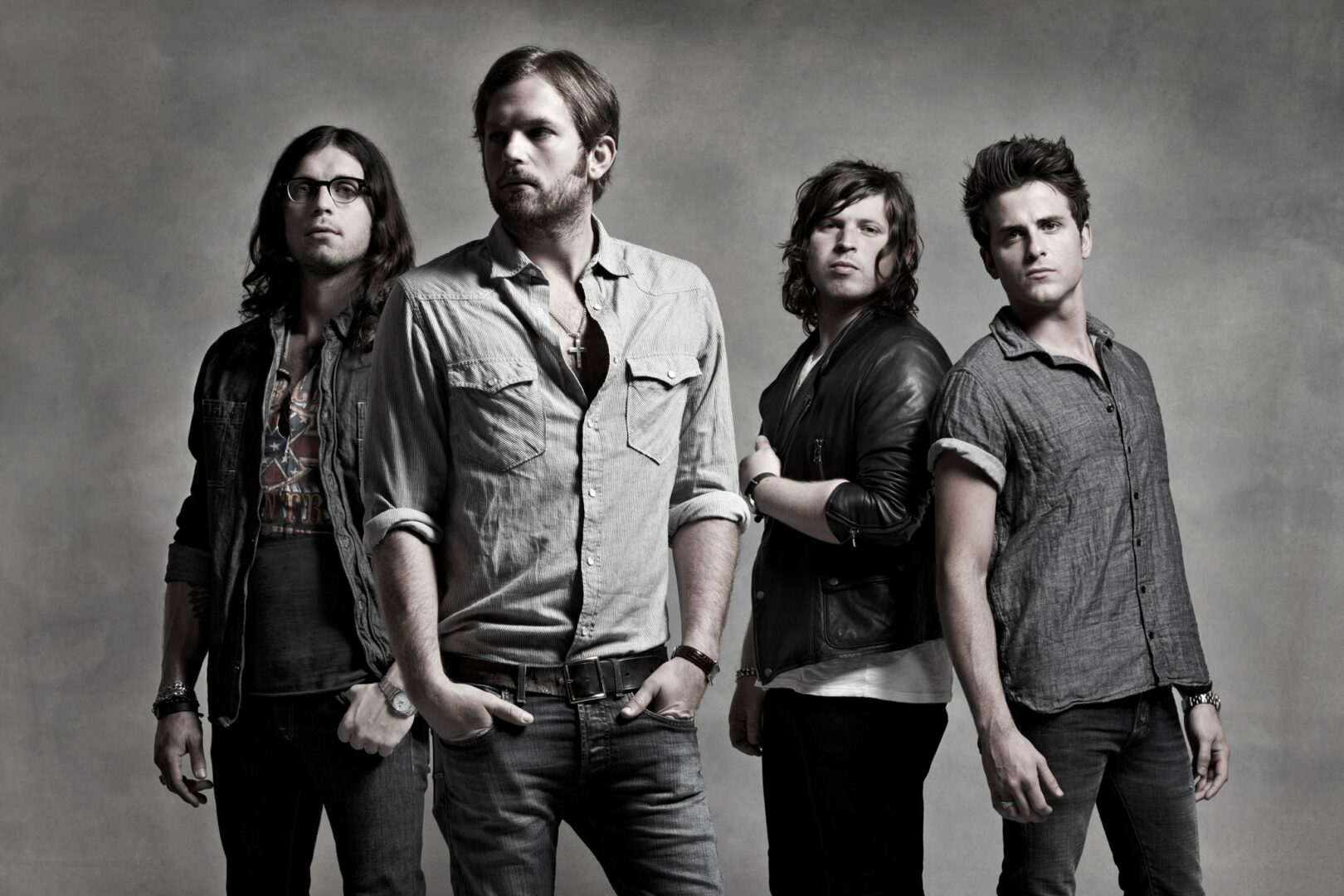 """Kings Of Leon Cancel """"Mechanical Bull"""" Dates After Bus Crash"""