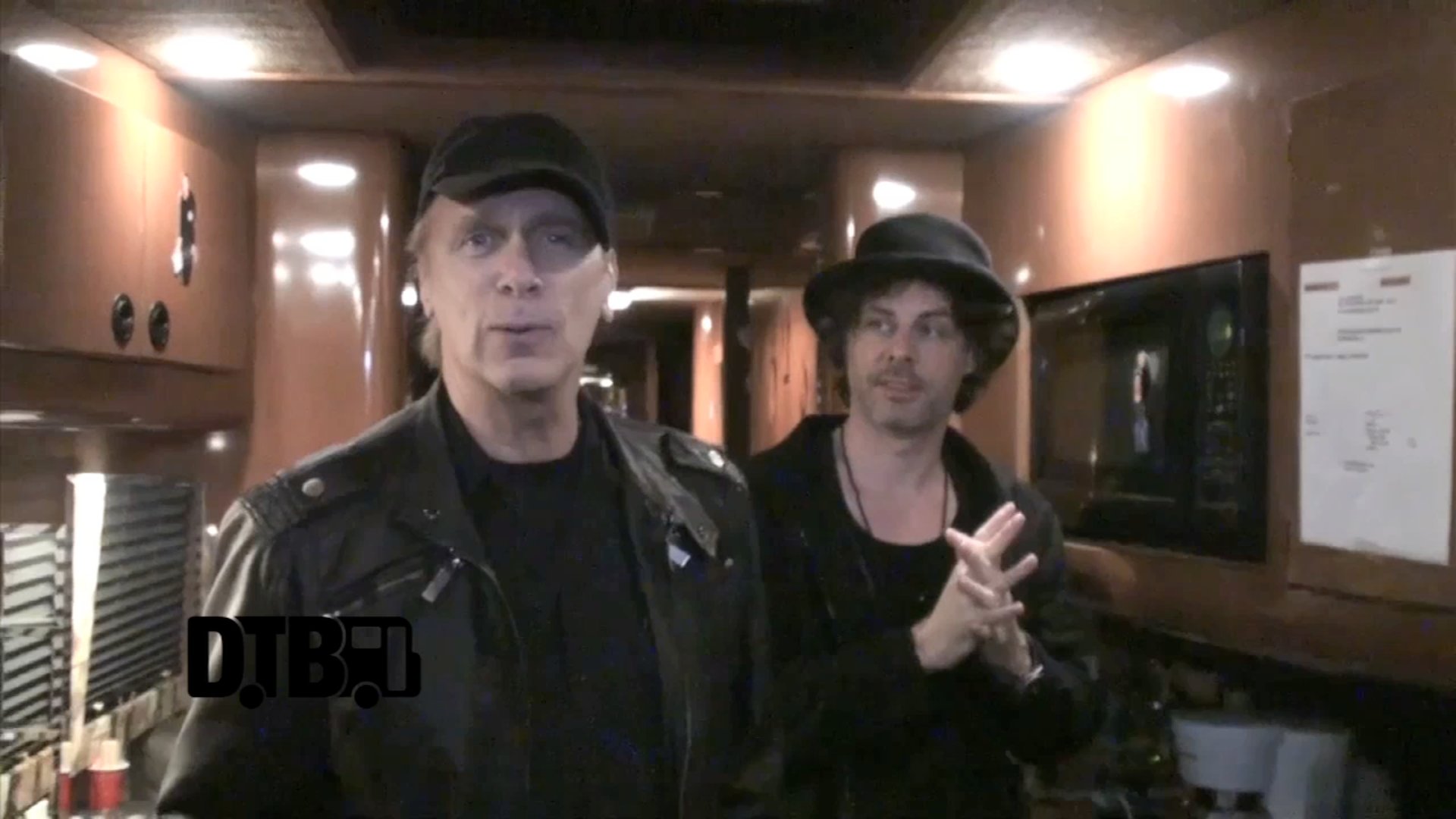 The Winery Dogs – BUS INVADERS Ep. 532 [VIDEO]