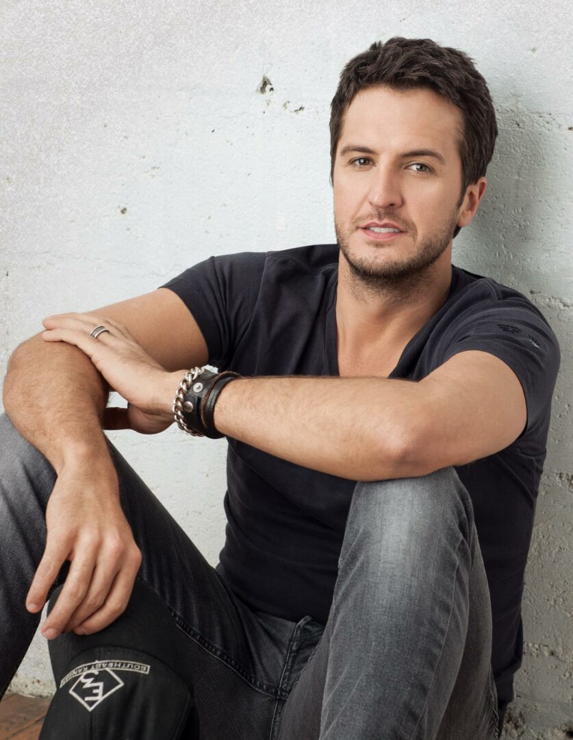 "Luke Bryan Announces ""Kick The Dust Up Tour"""