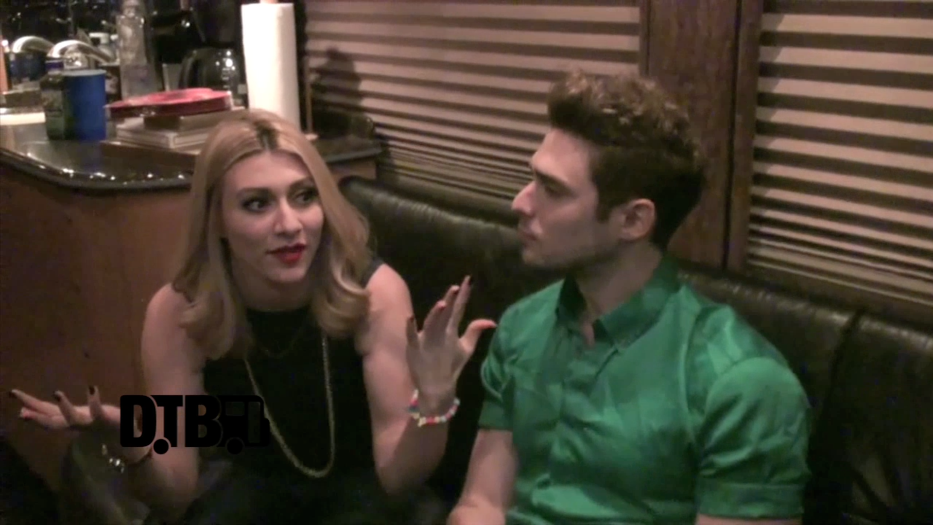 Karmin – CRAZY TOUR STORIES [VIDEO]