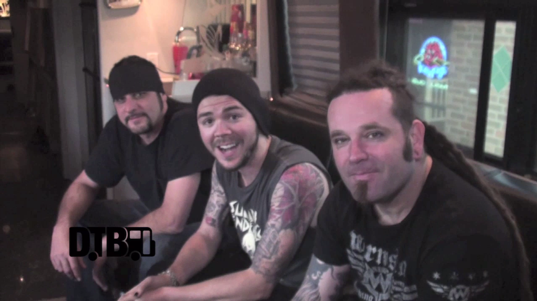 Saliva – CRAZY TOUR STORIES [VIDEO]
