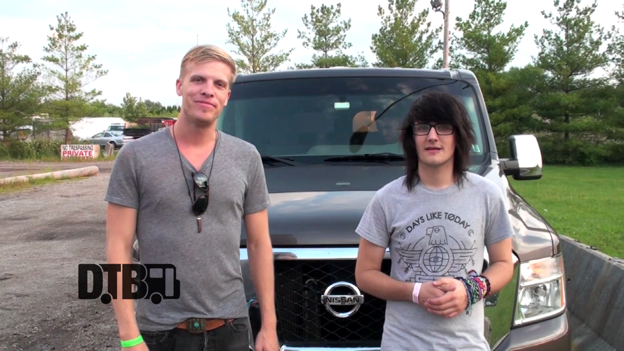 Kingsfoil / SayWeCanFly – BUS INVADERS Ep. 695 [VIDEO]