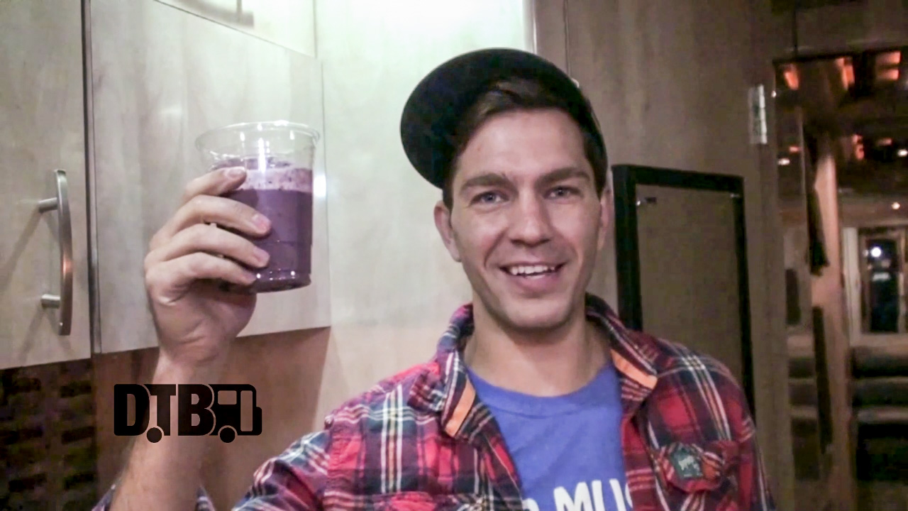 """Andy Grammer Makes His """"Very Berry Smoothie"""" – COOKING AT 65MPH Ep. 5 [VIDEO]"""
