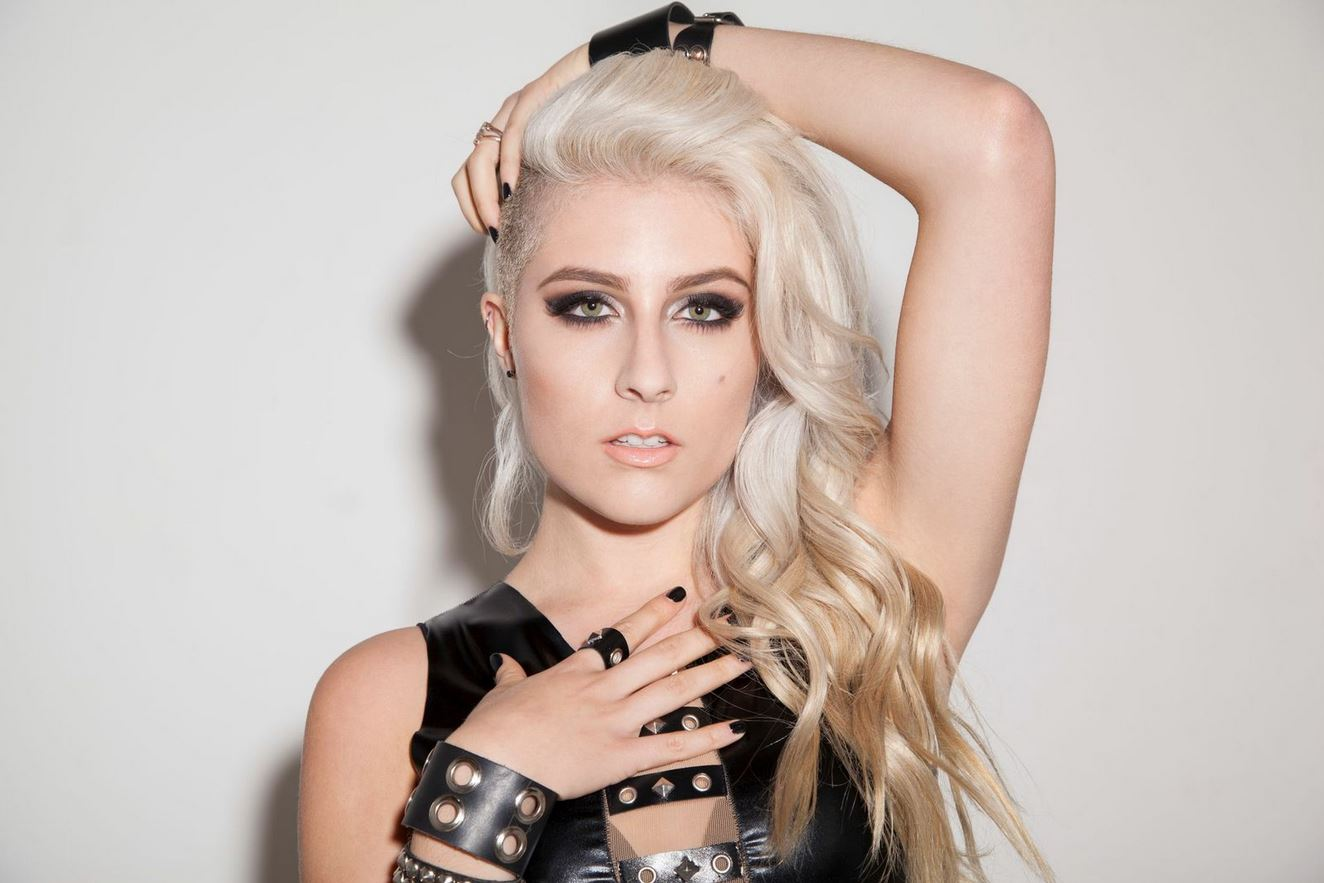 """DIAMANTE – 1st ROAD BLOG from the """"Revolver's Hottest Chicks In Hard Rock Tour"""" with Flyleaf"""