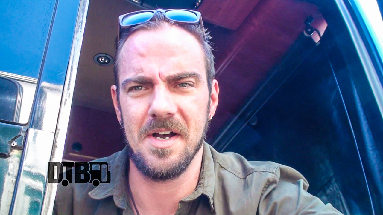 Saint Asonia – BUS INVADERS Ep. 877 [VIDEO]