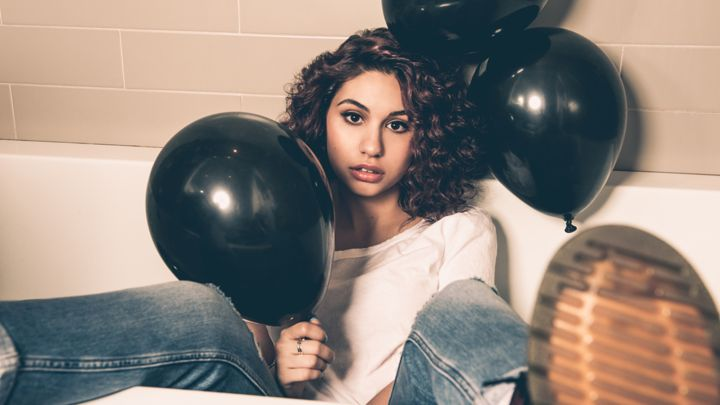 "Alessia Cara Announces the North American ""Know-It-All Tour"""