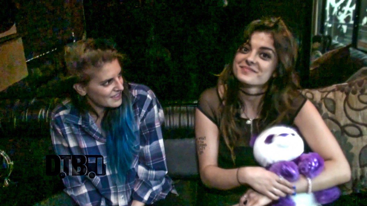 Bebe Rexha / Juliet Simms – CRAZY TOUR STORIES Ep. 343 [VIDEO]