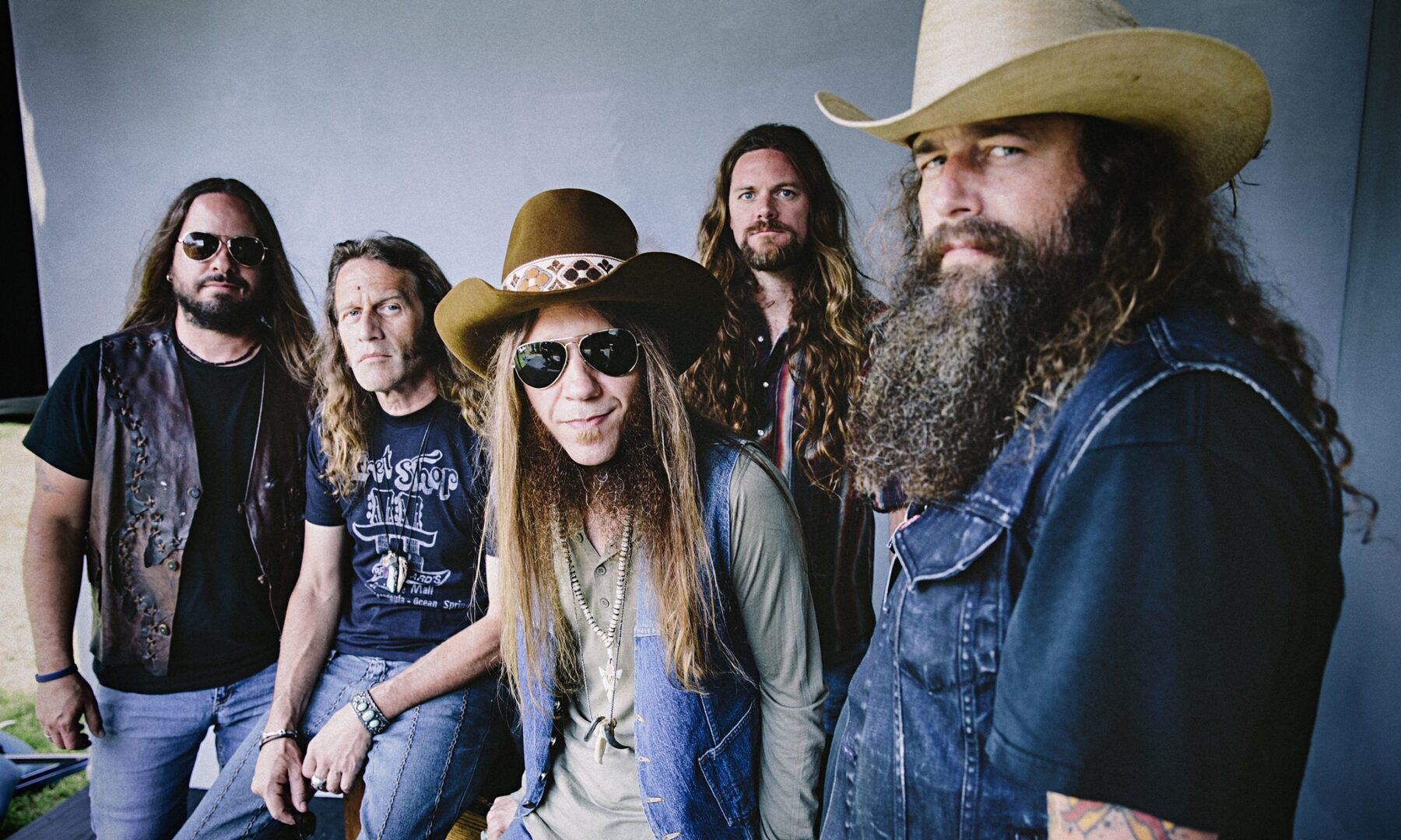 """Blackberry Smoke Announce """"Holding All The Roses Tour"""""""