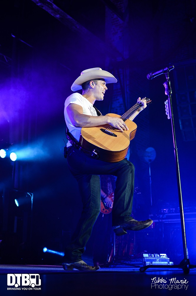 Dustin Lynch- One Hell Of A Night - Photo25