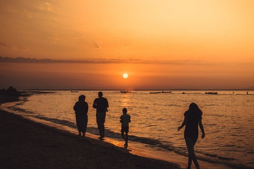 4 Ways To Have an Unforgettable Summer With Your Family