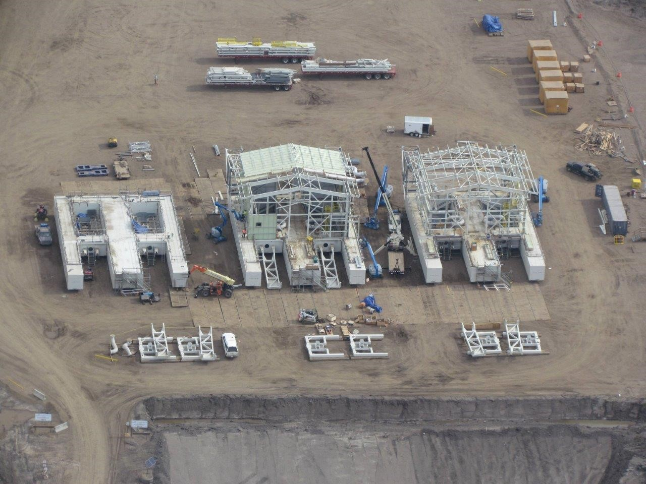 OIlsand_Construction_TFT_Barges_Fort_McMurray_Alberta