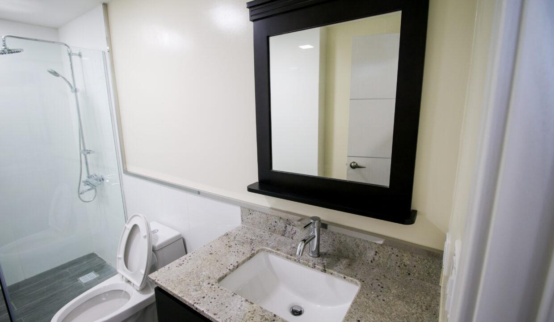 Summer Towers 2 3-Bedroom Common Bathroom-0193