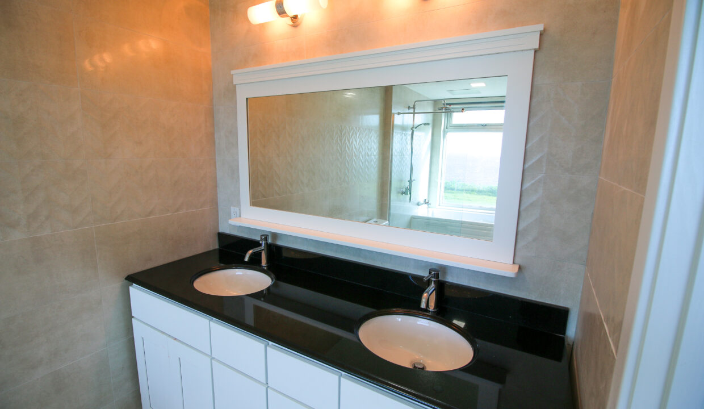 Summer Towers 2 3-Bedroom Common Bathroom-0571
