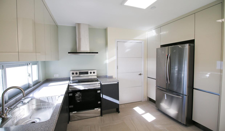 Summer Towers 2 3-Bedroom Kitchen-0535