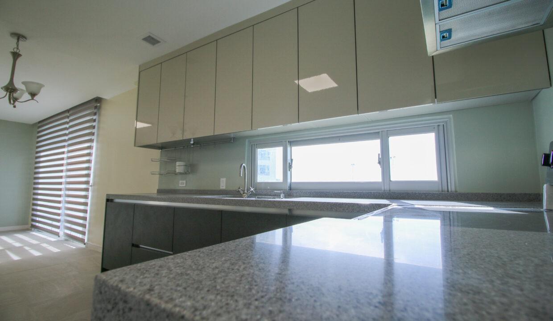 Summer Towers 2 3-Bedroom Kitchen-0555