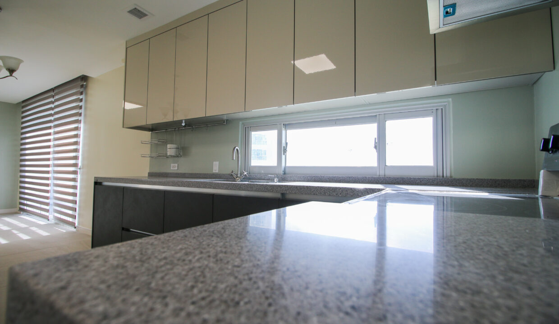 Summer Towers 2 3-Bedroom Kitchen-0556
