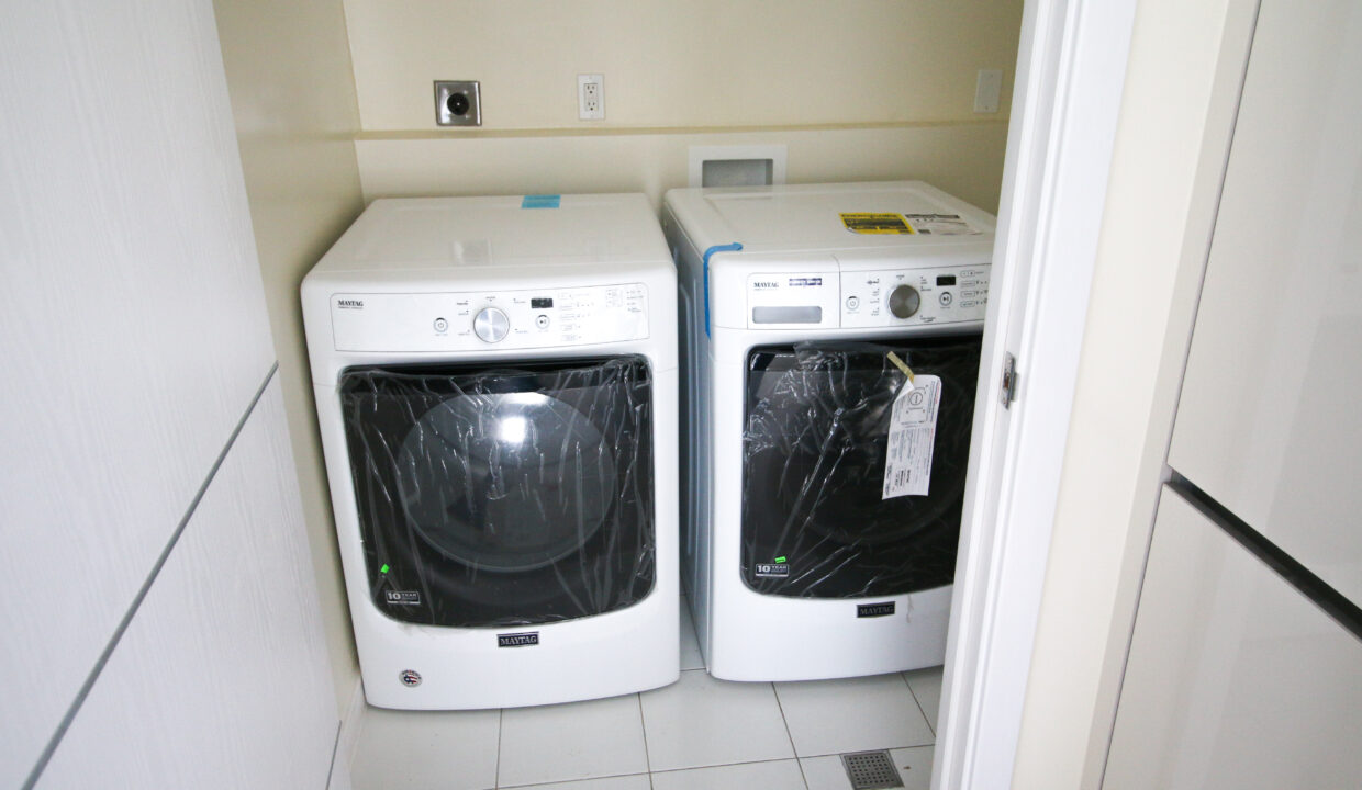 Summer Towers 2 3-Bedroom Laundry Room-0163