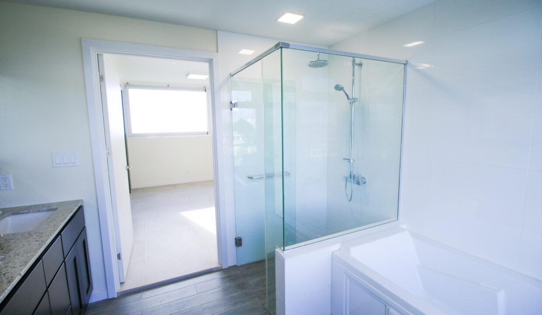 Summer Towers 2 3-Bedroom Master Bathroom-0203