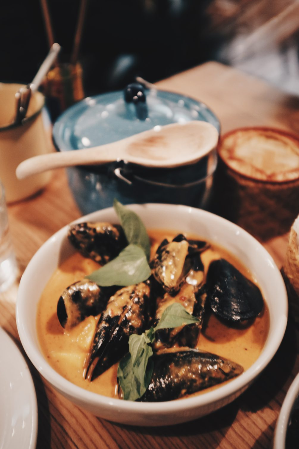 mussels and nectarine gaeng kua curry