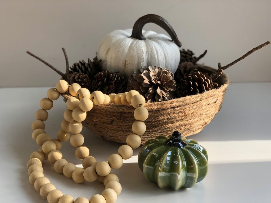Easy to make DIY rope bowl is the perfect quick craft. Perfect accessory to display your fall treasures, serve a bread at dinner table. #ropebowl #rusticbowldiy #diyhomedecor #fallhomedecor