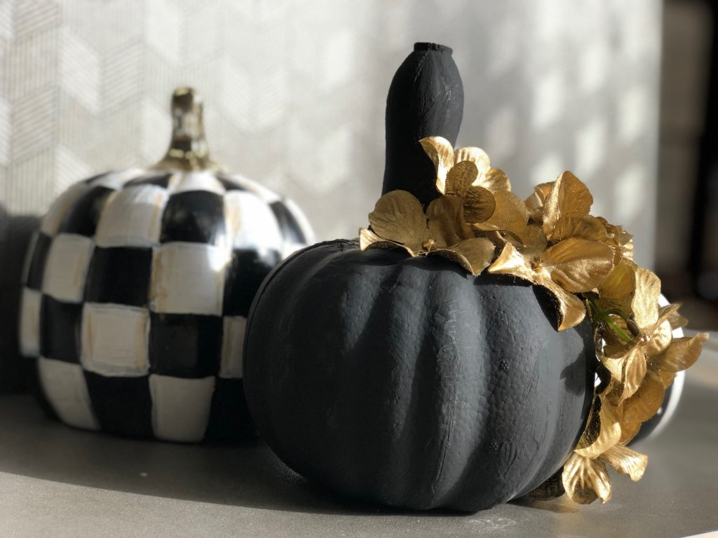 Another DIY pumpkin coming your way today! No carve pumpkin.  This one is going to be a the perfect mix of sweet & spooky! Black and white fall pumpkin with 3d accents