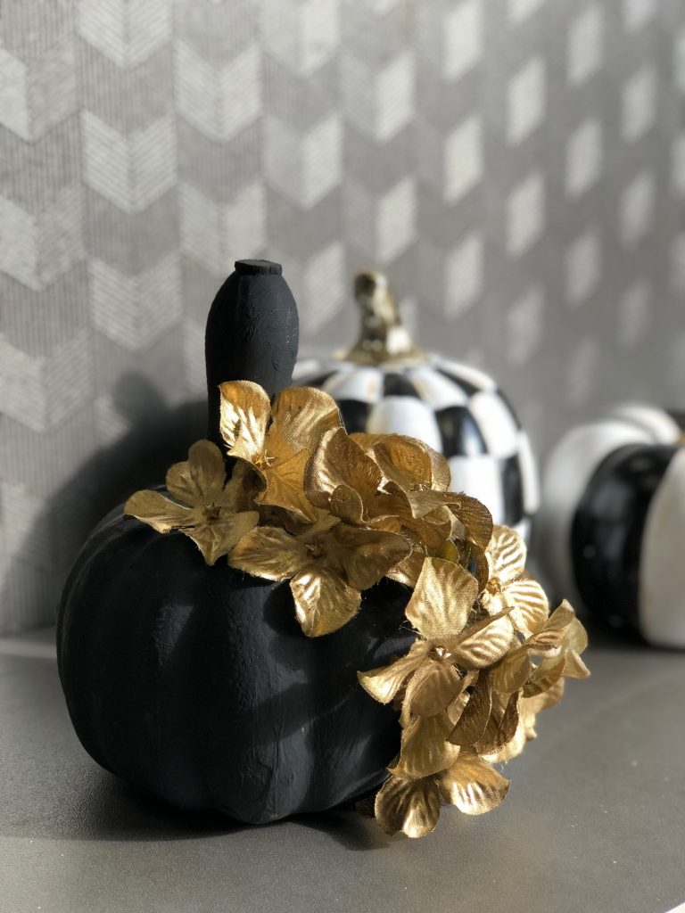 Who would think Dollar Tree pumpkin could look that elegant! Must make it this fall! Easy to follow instructions #falldiy #fallpumpkin