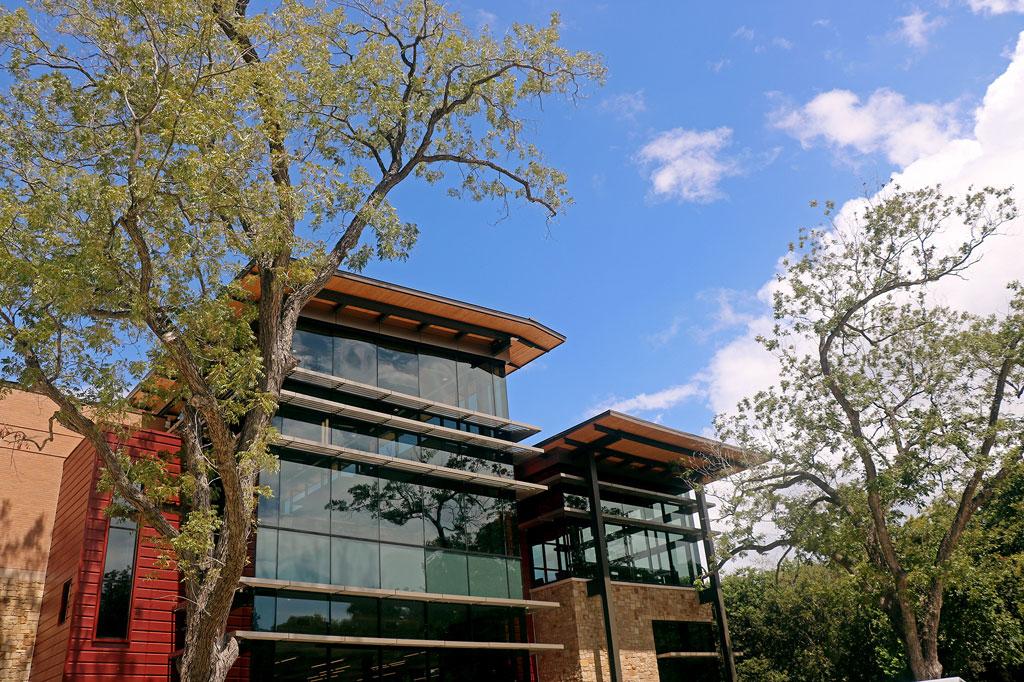 Seguin Public Library in Texas. Photo courtesy of Seguin Gazette and Tubelite Inc.