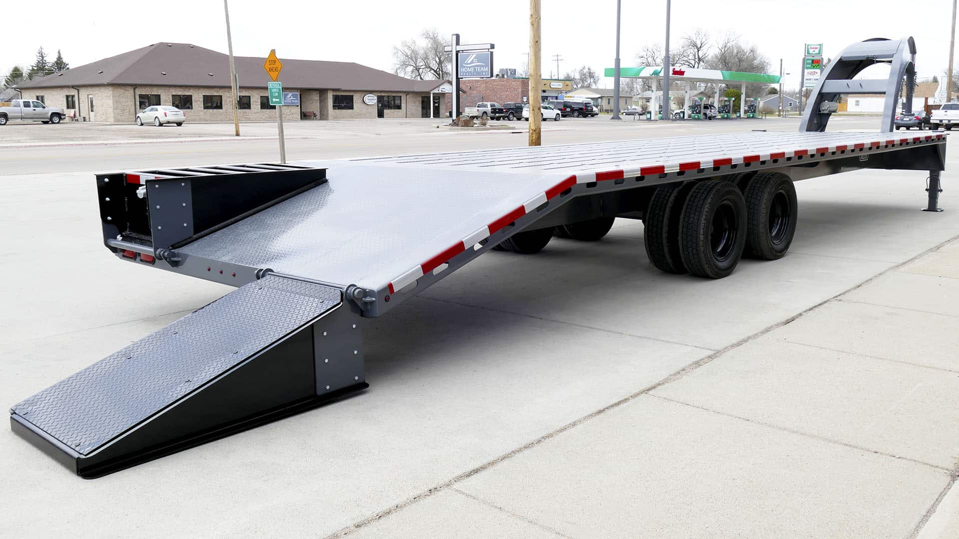 Gooseneck Trailer with dovetail and ramps