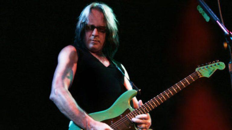 Escucha el nuevo tema de Todd Rundgren con Joe Satriani