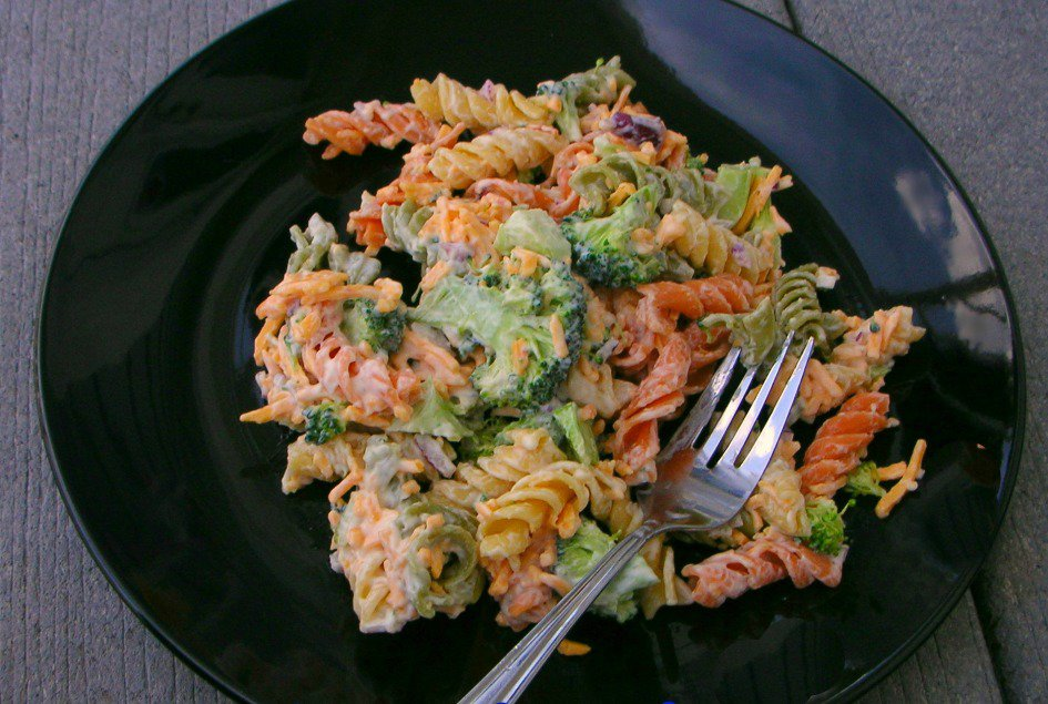 Broccoli-Cheddar-Pasta-Salad