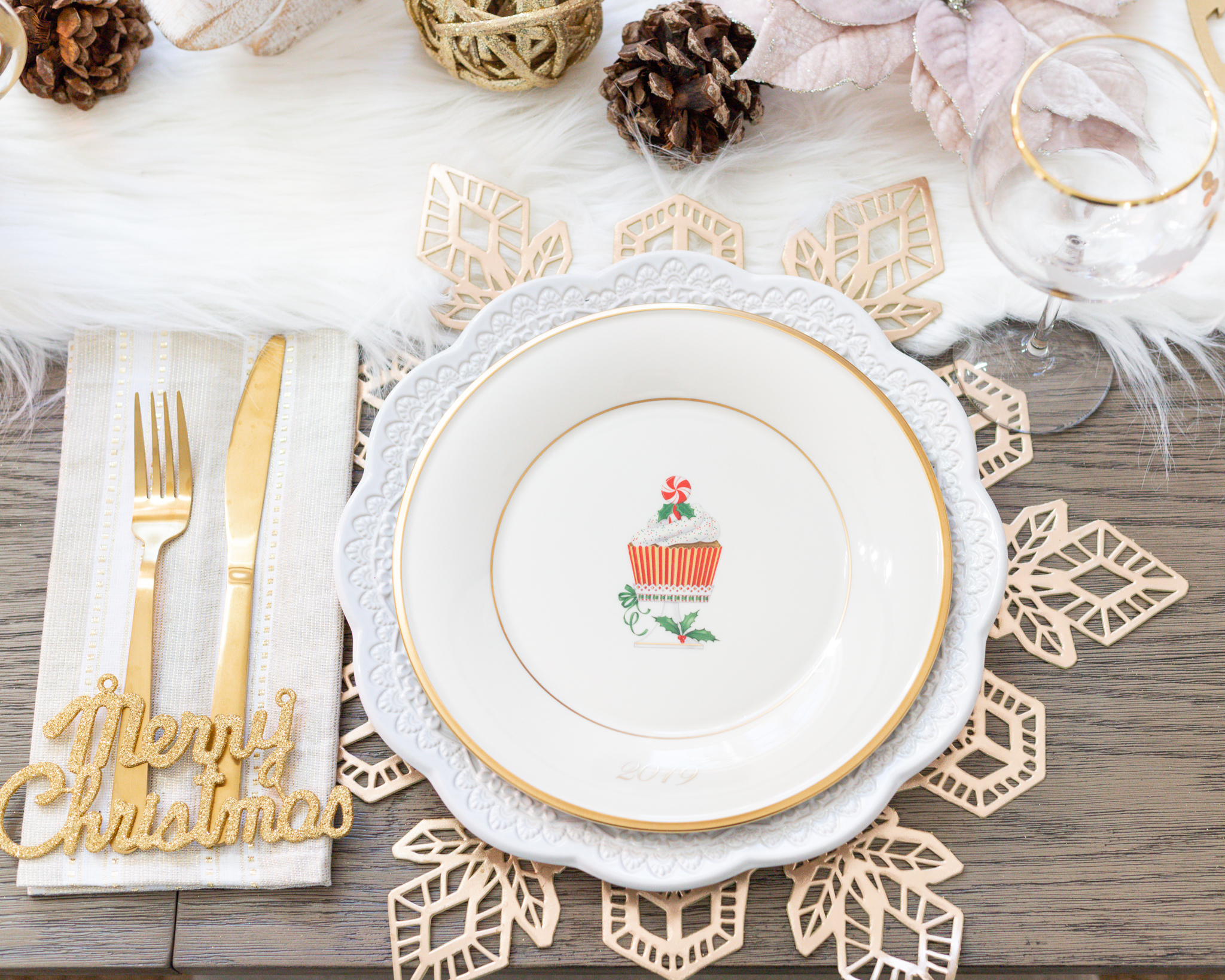 HOLIDAY TABLESCAPE WITH LENOX DINNERWARE