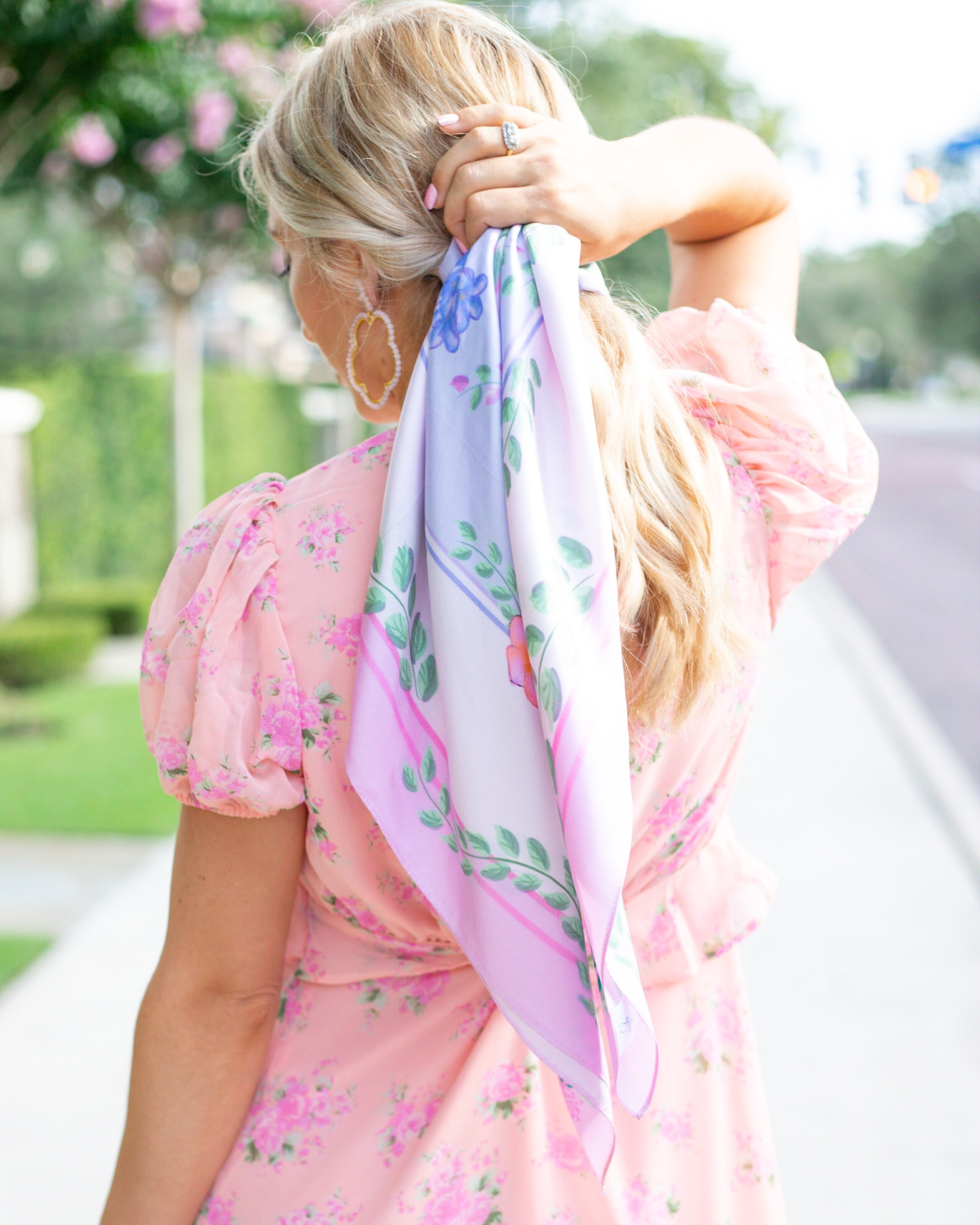 PONYTAIL 4 WAYS TO STYLE A SILK SCARF