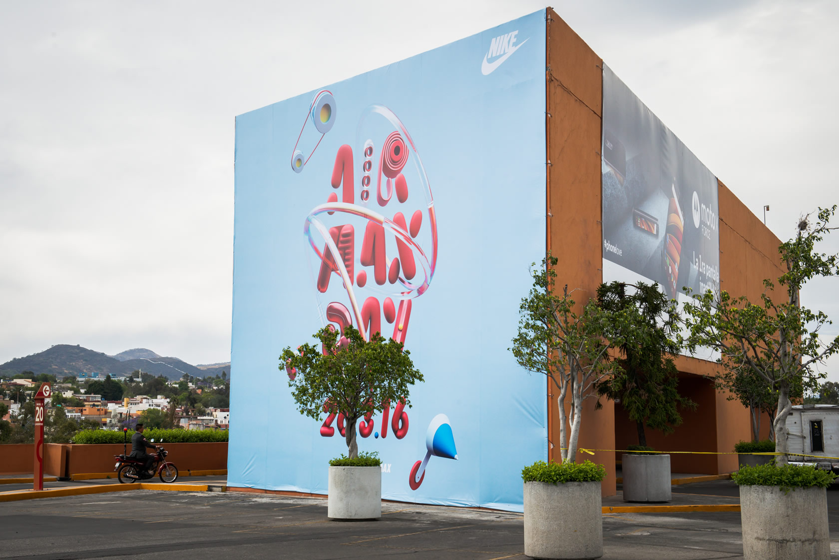 Publicidad en Plaza Satélite