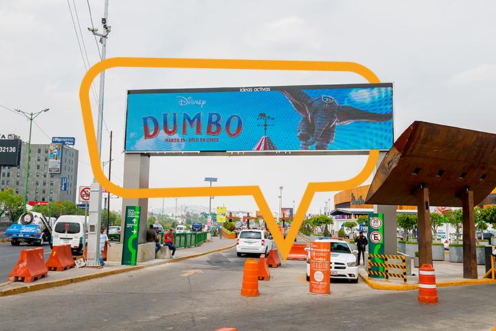 Publicidad en Plaza Satélite, publicidad en pluma arco de entrada