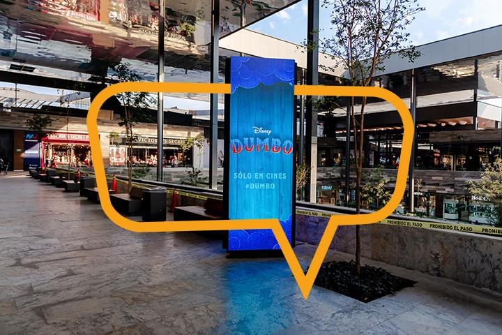Publicidad en torre en Plaza Satélite