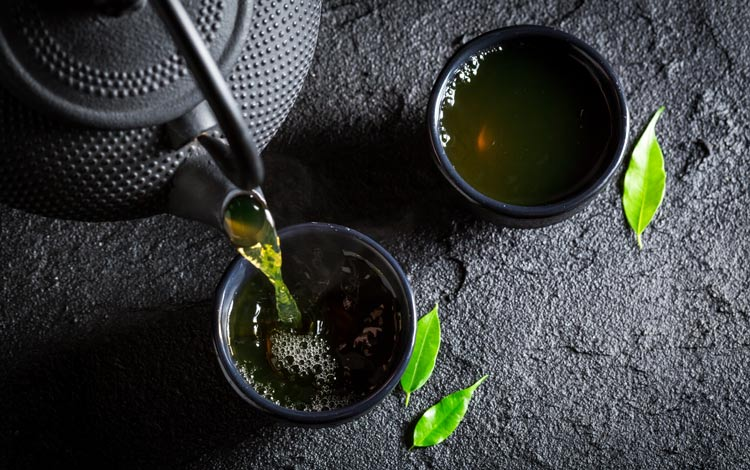 tetsubin teapot with an infuser