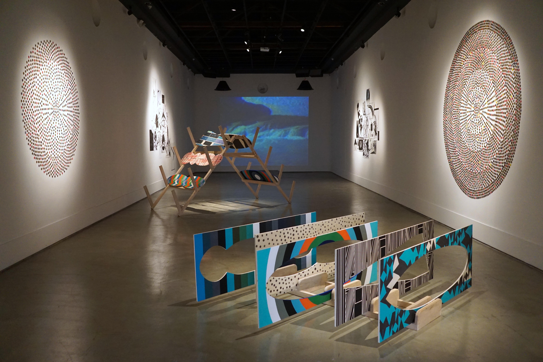 Vista general del primer pabellón del Centro de Arte Contemporáneo (obras de Emilia Azcárate y Matías Duville)