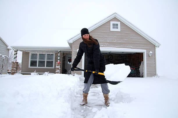 Women Clearing Driveway | Montreal Moving