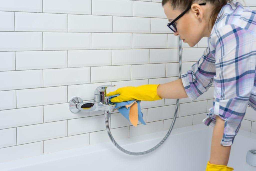 deep cleaning house bathroom