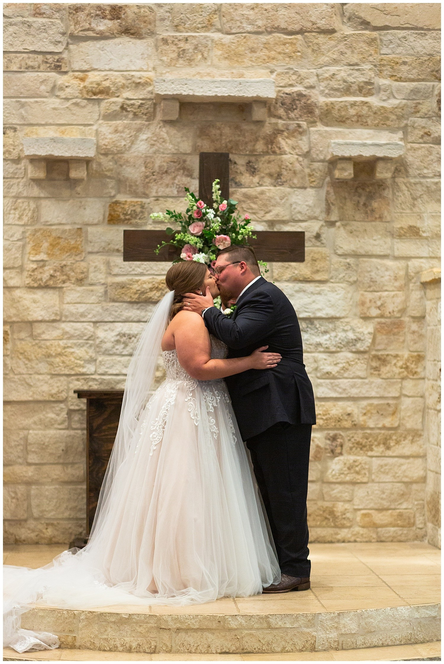 wedding ceremony at Magnolia Bells wedding venue photographed by Swish and Click Photography