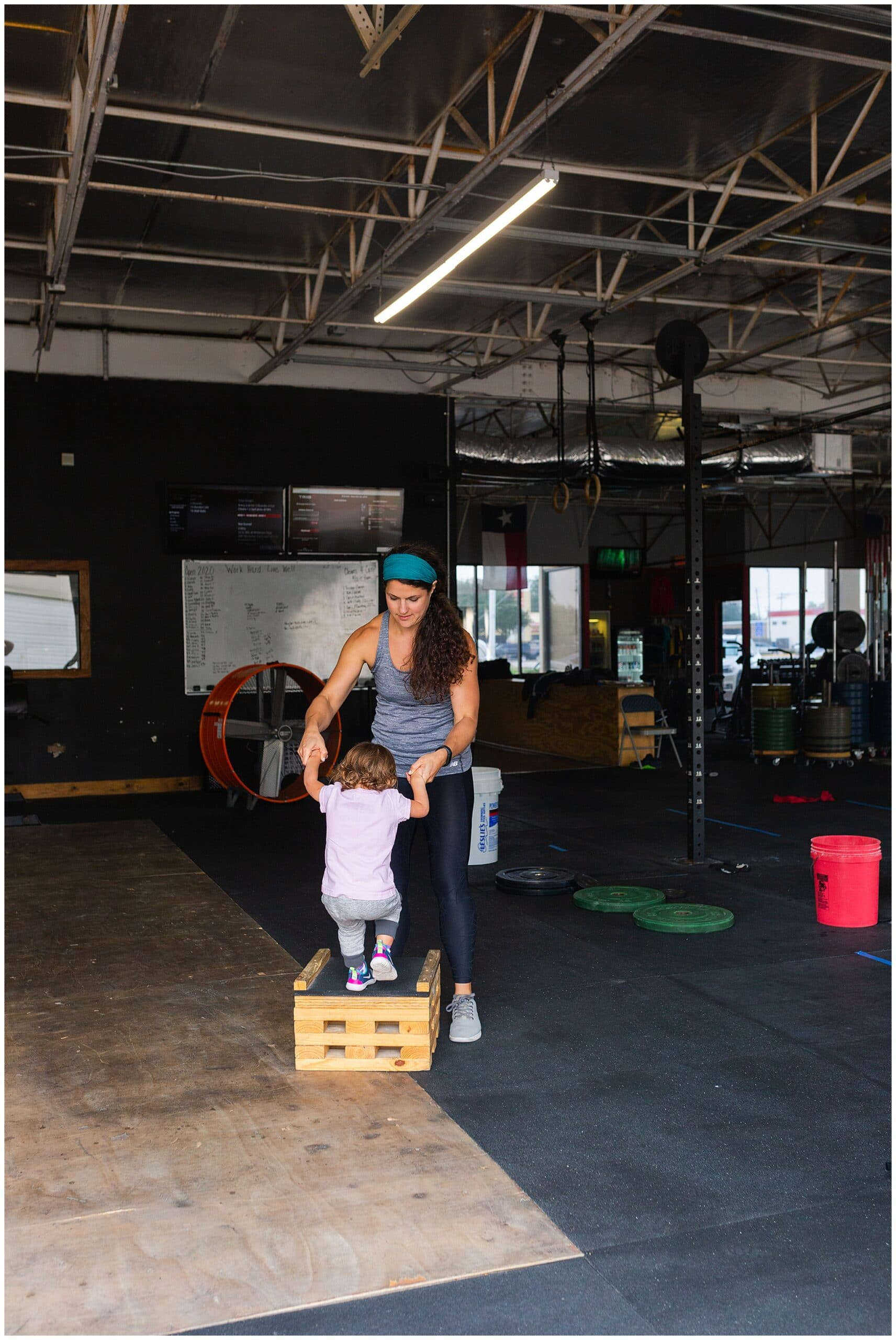 nutritionist from Focused and Fit Nutrition working out at crossfit captured by Swish and Click Photography