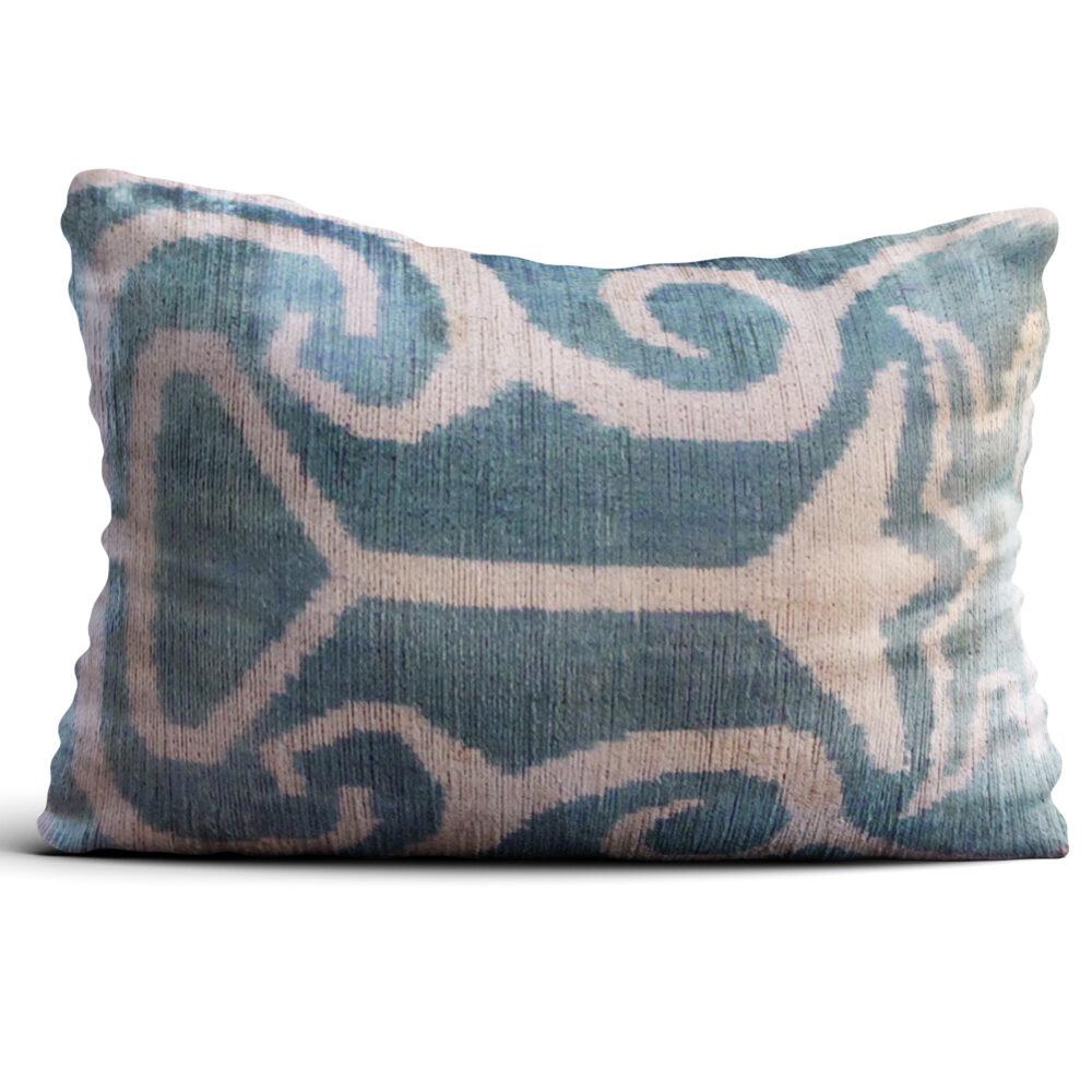 8136-silk-velvet-pillow