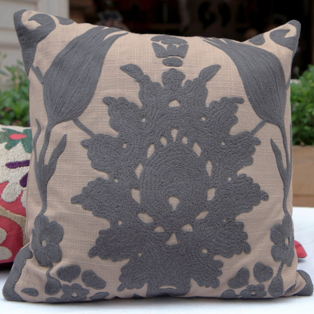 RH2-0001-TT-embroidered-pillow-square